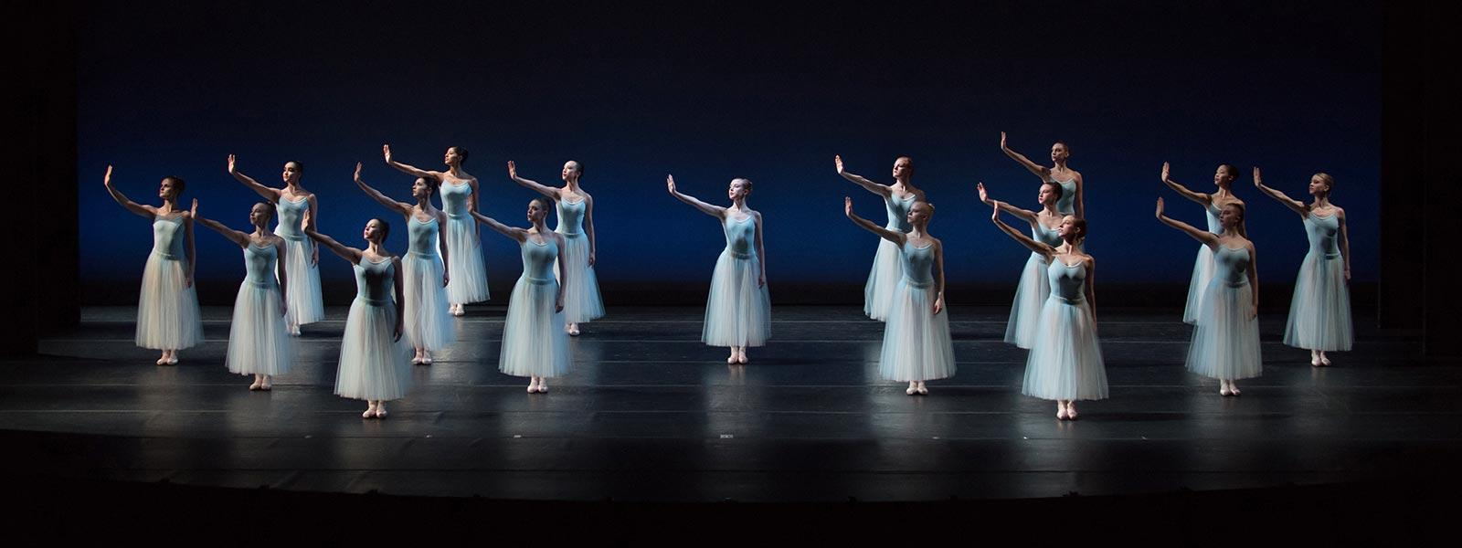 """Serenade"" Choreography by George Balanchine © The George Balanchine Trust / Photo: Peter J. Mueller"