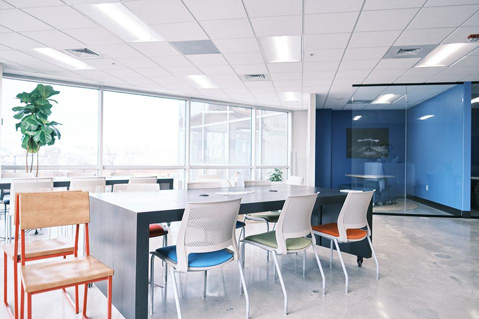 The Creative CoWorks space offers programmatic facilities, classrooms and 'blue sky' meeting space.