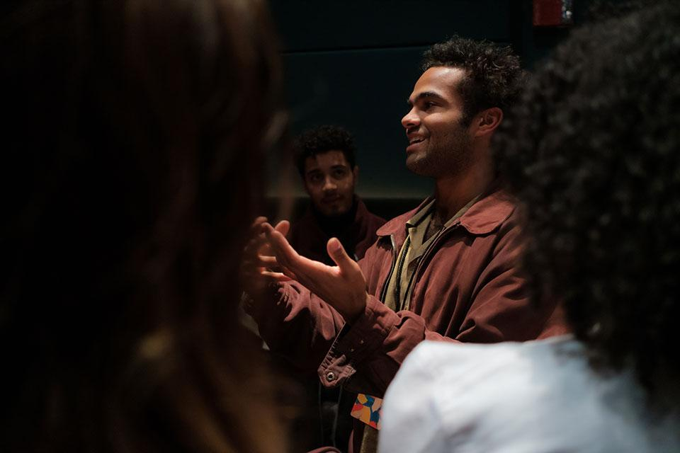 Youmans talking with audience members. / Photo: Raunak Kapoor