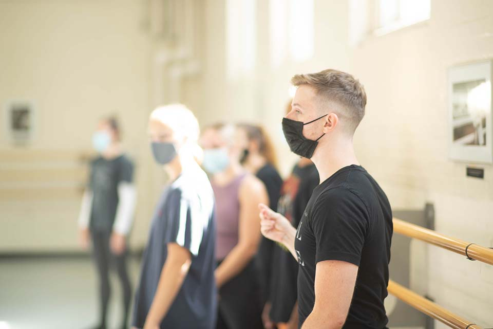 Alumnus Andrew Harper working with UNCSA students for his Fall Dance 2021 choreographic work. / Photo: Blake Ellis