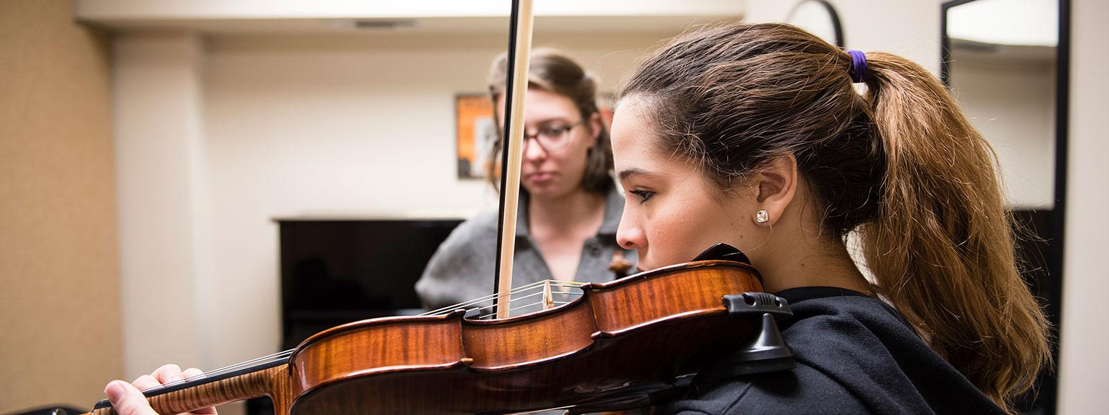 Private Violin Lessons / Photo: Christine Rucker