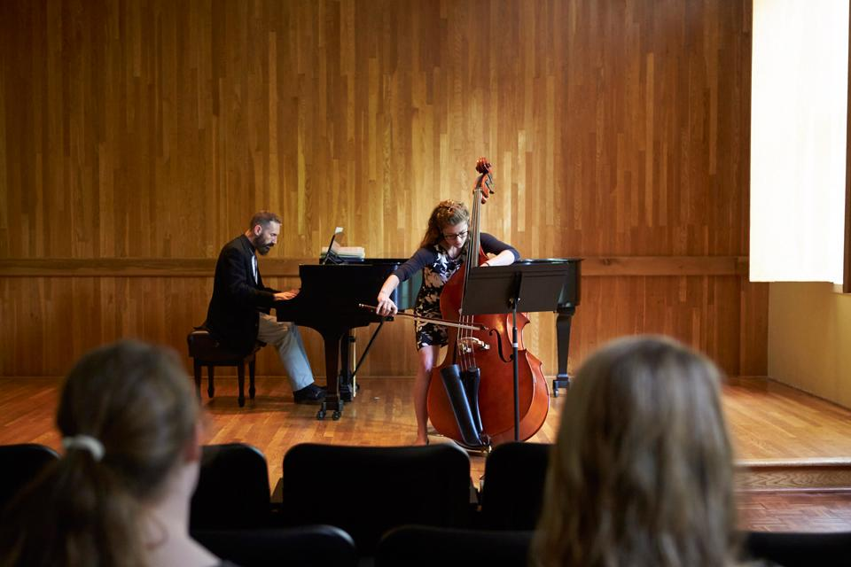Double bass master class / Photo: David Hillegas