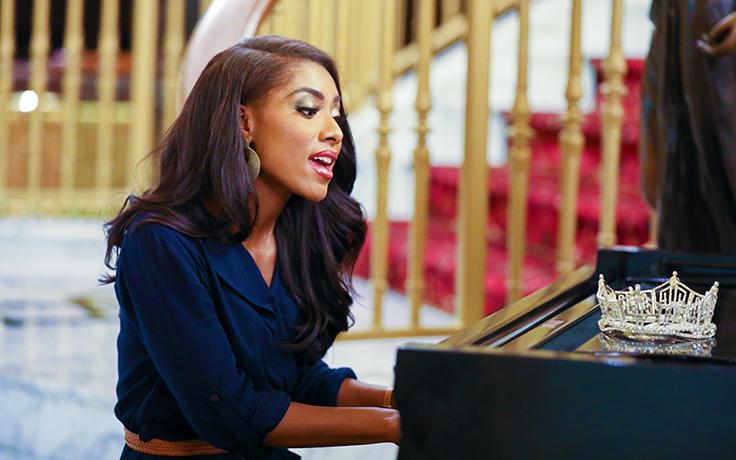nia-at-piano