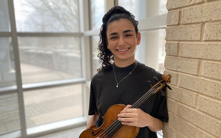 Student violinst wins national competition sponsored by teachers' group